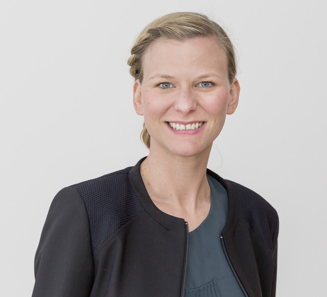 Portrait photo of Prof. Tessa Flatten